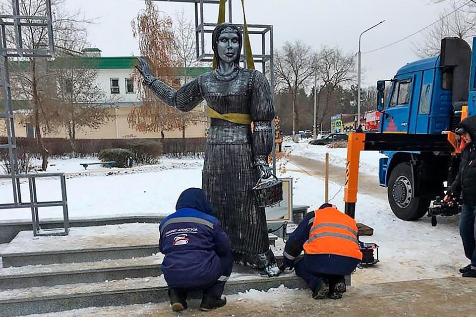 Печально знаменитый памятник Аленке в Воронеже демонтировали после публичного скандала.