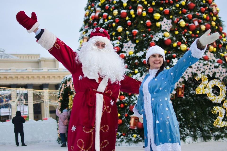 Роль Деда Мороза досталась Вадиму Алексееву, а Снегурочкой стала наш корреспондент Анна Пашагина.