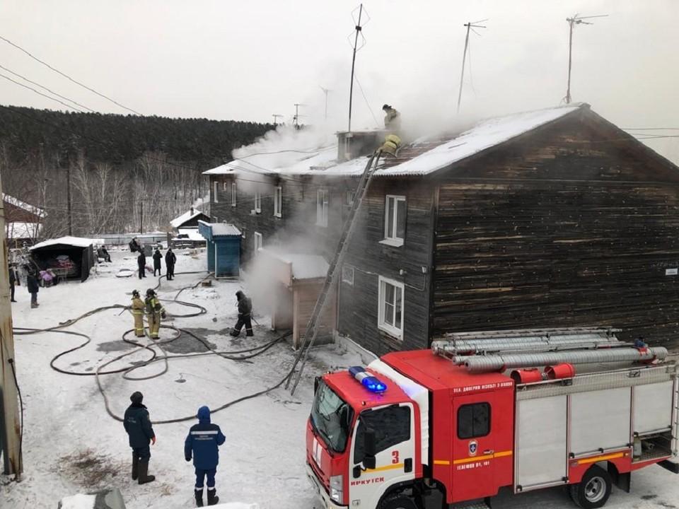 15 человек спасли иркутские пожарные из горящего многоквартирного дома