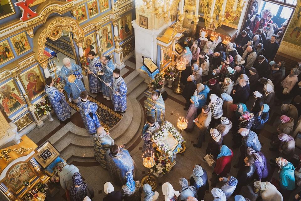 Служители церкви должны не допускать скоплений людей и следить за дистанцией у прихожан. Фото: Самарская Митрополия/vk.com/orthodoxsamara