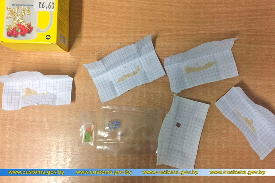 Вот это гомельчанке отправили в посылке из Нидерландов. Эксперты определили, что порошок - это опасный психотроп. Фото: Минская таможня.