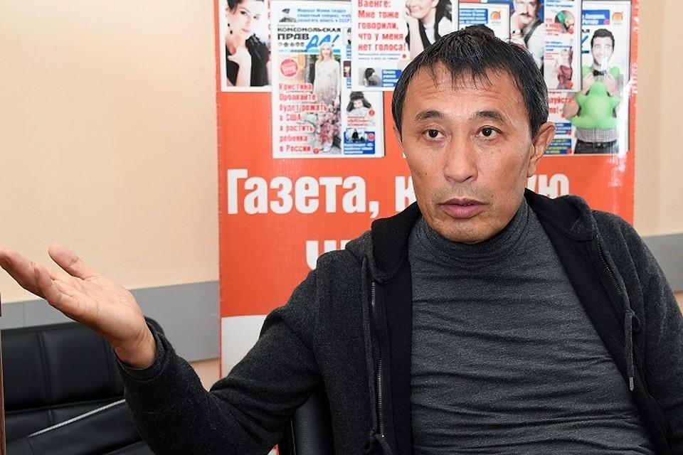 Ермек Турсунов требует отставки министра культуры Актоты Раимкуловой.