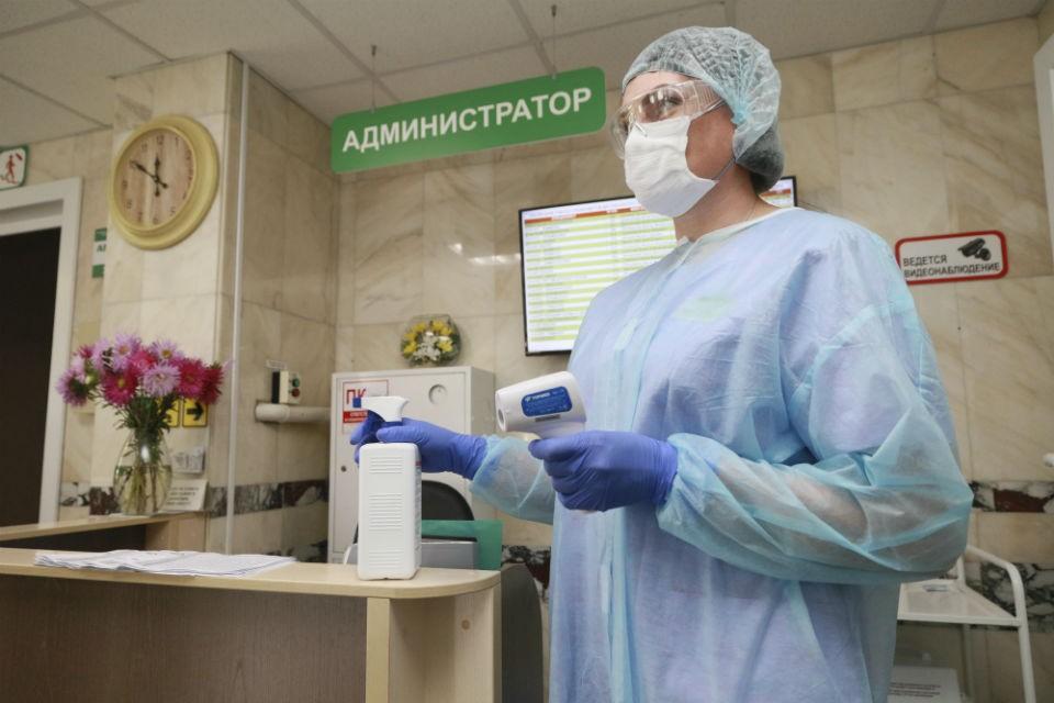 Волонтеры будут проводить термометрию в поликлиниках.