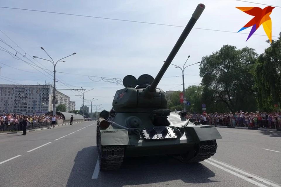 Танк Т-34 с орудием 85-го калибра является последней модификацией советского танка Т-34.