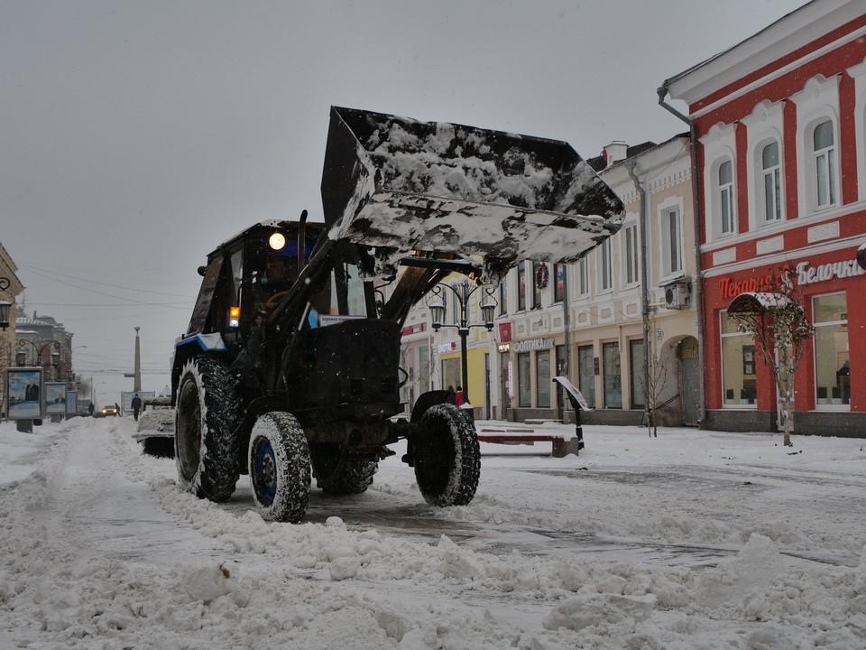 В Самаре на дорогах работает большое количество техники