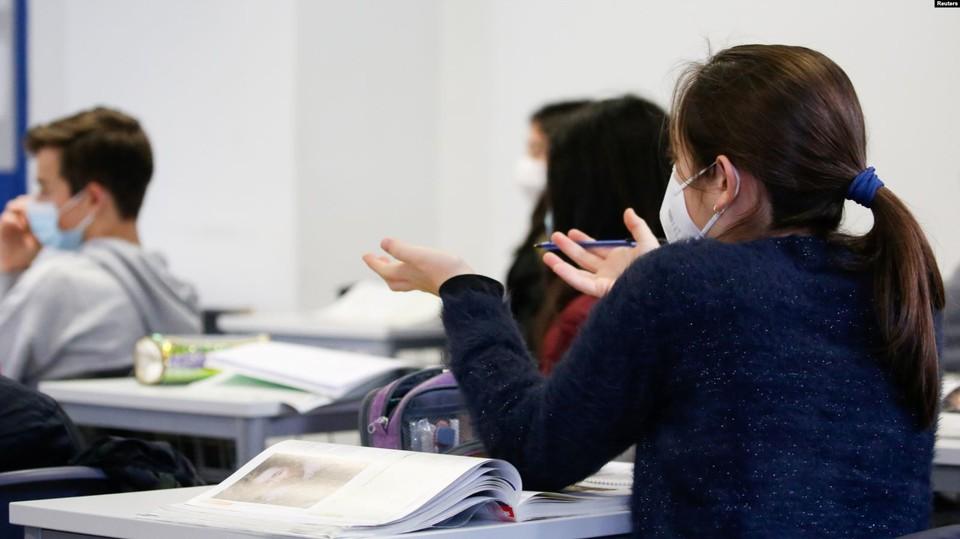 Большинство школ Молдовы предпочли обучение в классах. Фото: Reuters