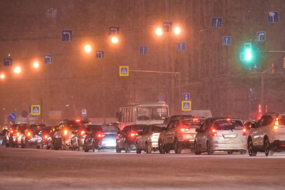 Новосибирск уже с утра сковали 8-балльные пробки.