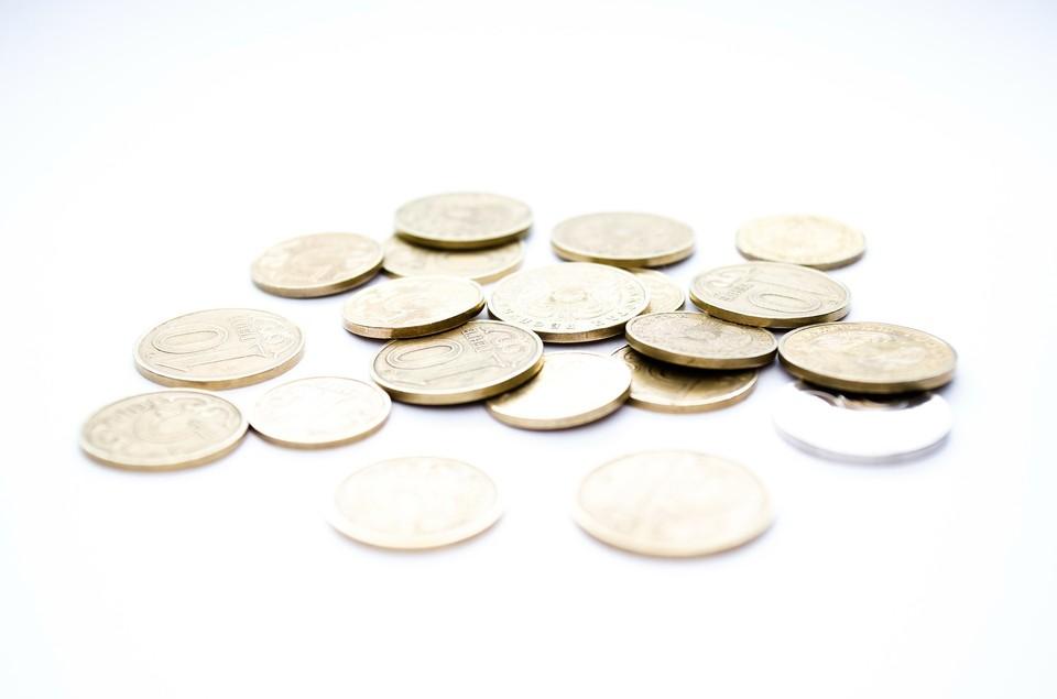Казахстанская валюта потеряла 10% за год по отношению к доллару