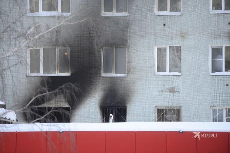 Пожар случился на втором этаже, но погибли также люди на пятом и девятом этаже.
