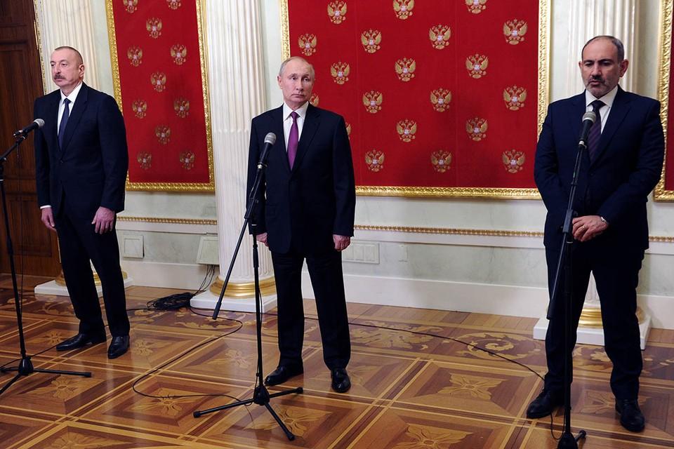 Один из вопросов, который возник у многих, наблюдавших за встречей в Кремле Владимира Путина с Ильхамом Алиевым и Николом Пашиняном, - а как обеспечивалась безопасность президента России во время продолжающейся пандемии?