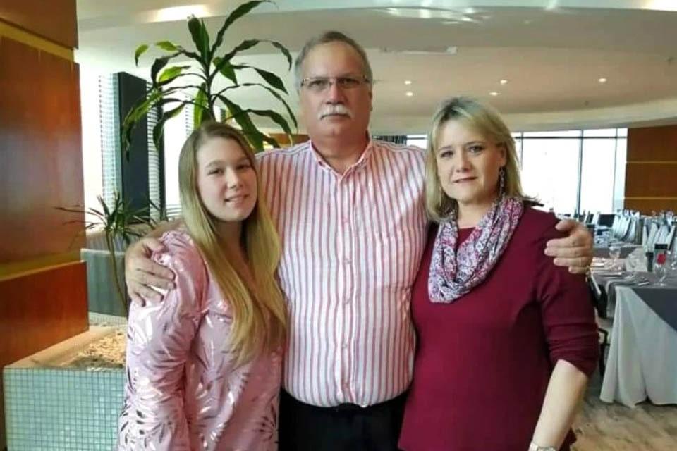 Семья умирала по очереди - первым отец - 23 декабря, через сутки мать. Зои Фрэшуотер умерла за несколько часов до своей свадьбы, 24 декабря.