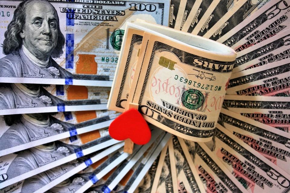 Доллар немного отыграл по отношению к тенге
