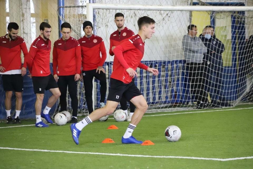 Пока «Акрон» тренируется в Тольятти, в Турцию команда вылетит 18 января. Фото: ФК «Акрон» (Тольятти).