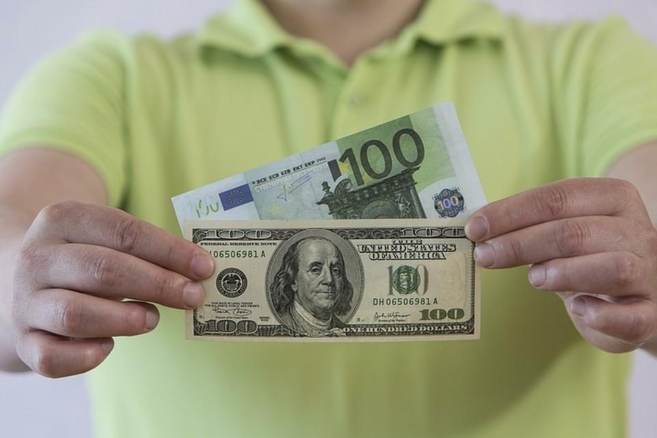 Что будет с рублем после начала покупок валюты Минфином