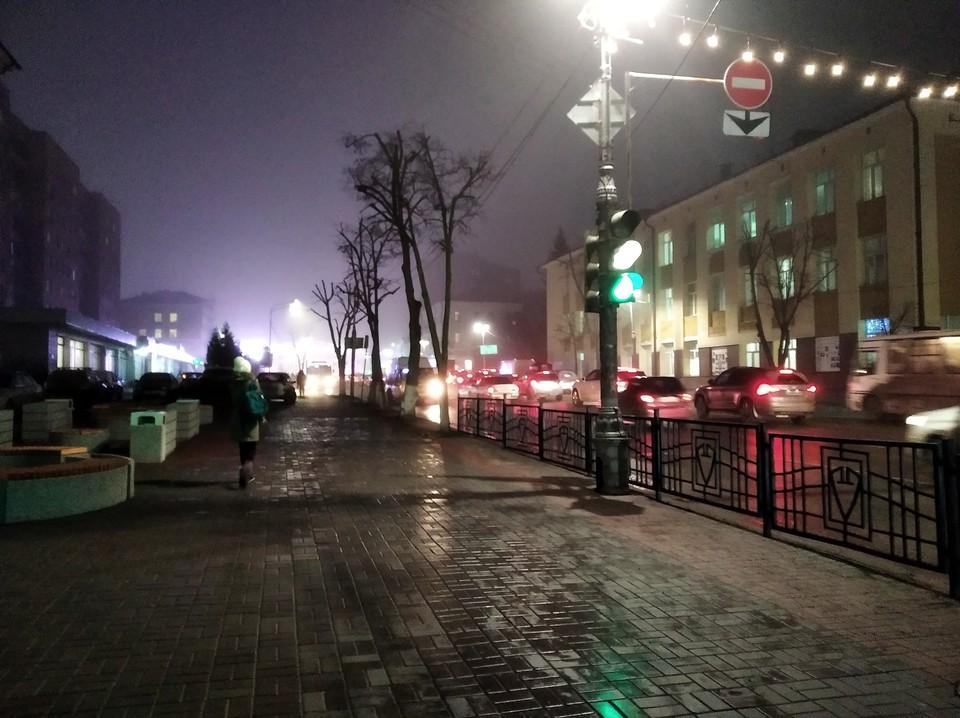 """Скульптура """"Свидание"""" стоит в районе площади Перекальского в Курске"""