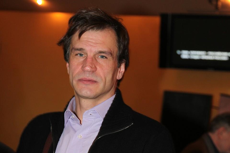 Карасев много работал на театральной сцене, играл в «Ленкоме» и в Театре имени Маяковского, сам ставил спектакли