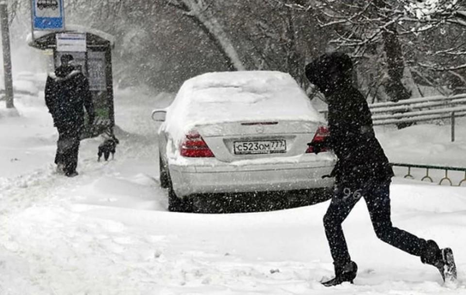 Снегопад в Нижнем Новгороде 16 января 2021: сугробы на дорогах, заносы и метель.