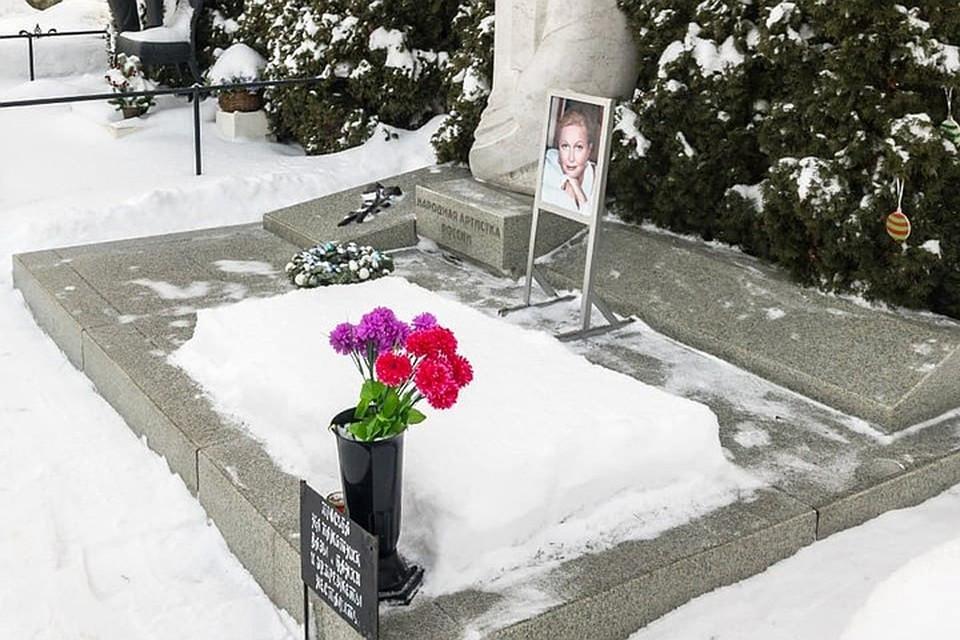 Жила на пределе сил, перенесла несколько инсультов: как выглядит могила актрисы Натальи Гундаревой
