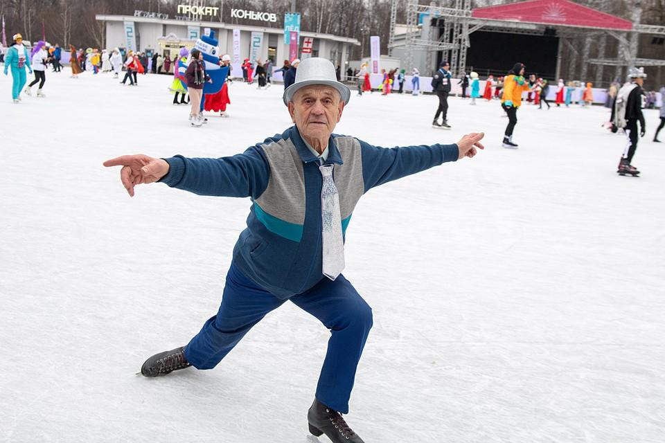 Минимальная пенсия выросла с 19 500 до 20 222 рублей. Доплату начисляют около 400 тысячам неработающих пенсионеров, из них 23 тысячам - впервые