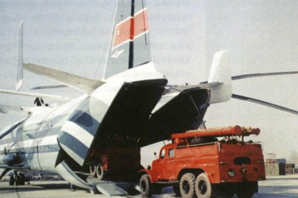 Объем грузовой кабины у В-12 был в 7 раз больше, чем у вертолетов-предшественников. А вес остался таким же. Фото: Wikimedia Commons