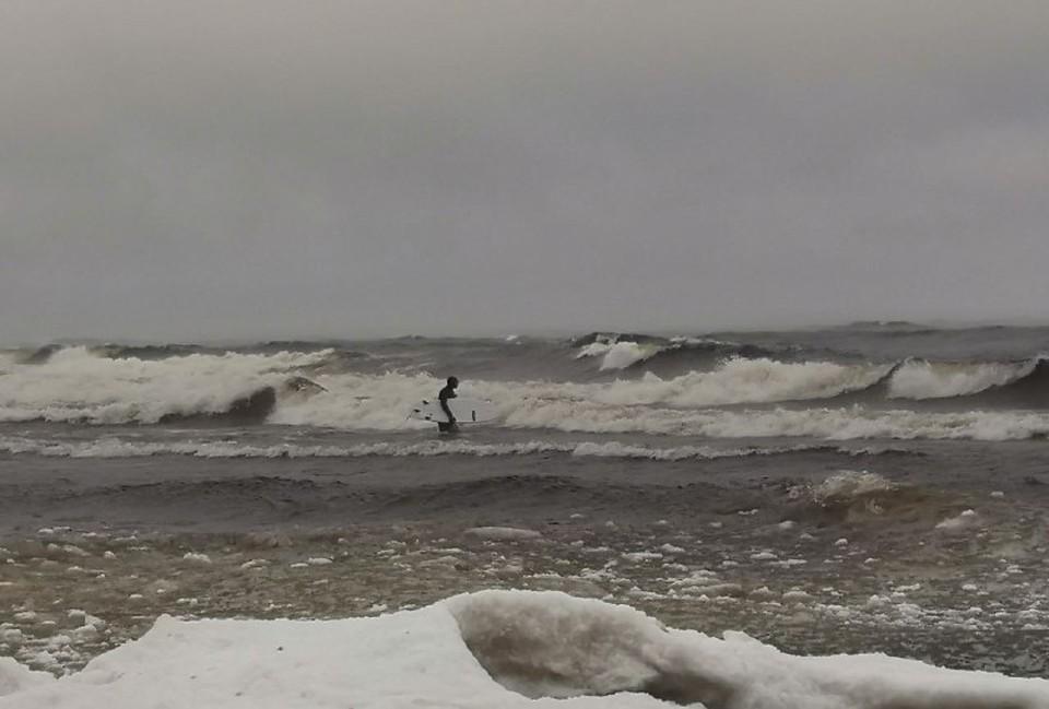 На ладожском озере волны бушуют не слабее, чем на Балтике. Фото: @avid.venture