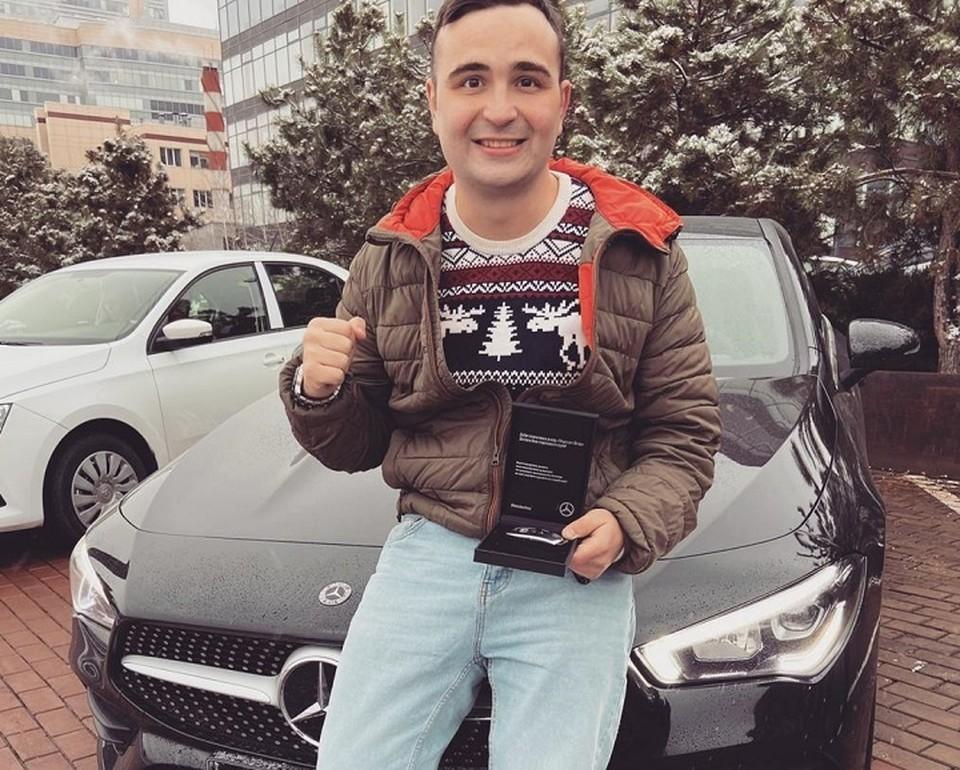 Илья Казаков ездит теперь худой и спортивный на мерседесе