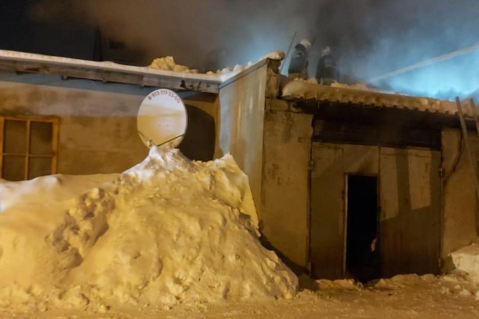 На пожаре погибла 94-летняя пенсионерка, которая жила в пристройке к коттеджу. Фото: ГУ МЧС по Новосибирской области