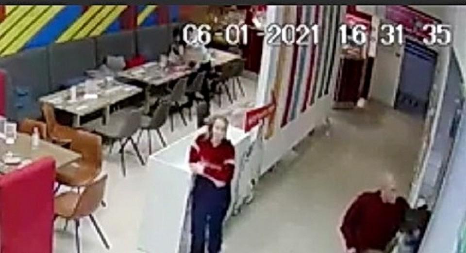 Полицейские просят опознать подозреваемую в краже в батутном центре Братска
