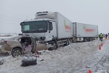 Под Уфой при столкновении грузовика и легковушки погибли четыре человека, в том числе двое детей