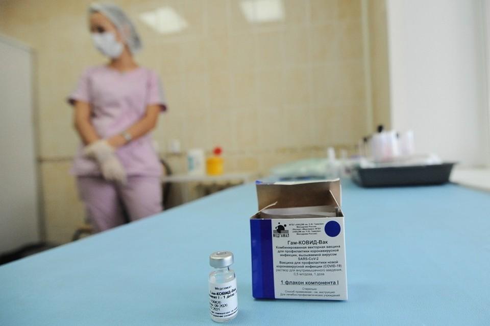 Медиков тамбовской больницы обязали делать прививки от коронавируса