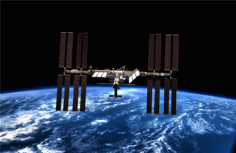 Вид на МКС на орбите нашей планеты.