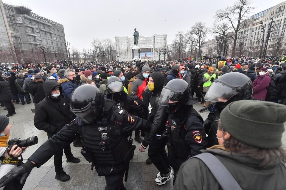 Прогрессивные общественники (тоже претендующие на роль синоптиков) предсказывают великие потрясения от арестования А. А. Навального