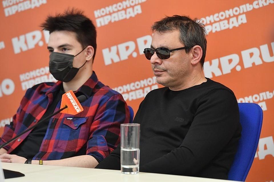 Благодаря помощи Нусрета Адигезалова в ноябре 2020 года в Комсомолке прошел Всероссийский географический диктант для инвалидов по зрению