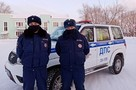 На Урале гаишники спасли водителя, застрявшего в снегу в лютый мороз