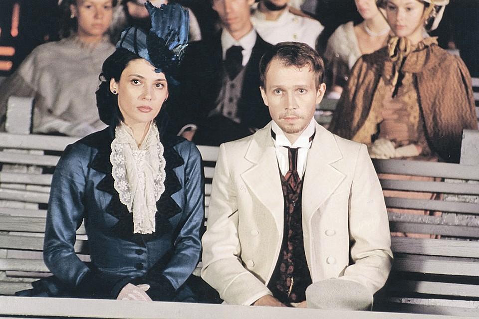 Лидия Вележева и Евгений Миронов в сериале «Идиот». Фото: Кадр из фильма