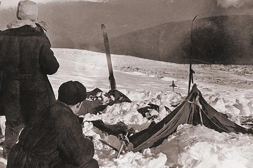 Палатка с разрезанной стенкой, найденная на перевале поисковой группой в 1959 году. Фото: ru.wikipedia.org