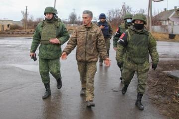 Перешедшему на сторону ДНР украинскому танкисту показали, как живут люди под обстрелами ВСУ