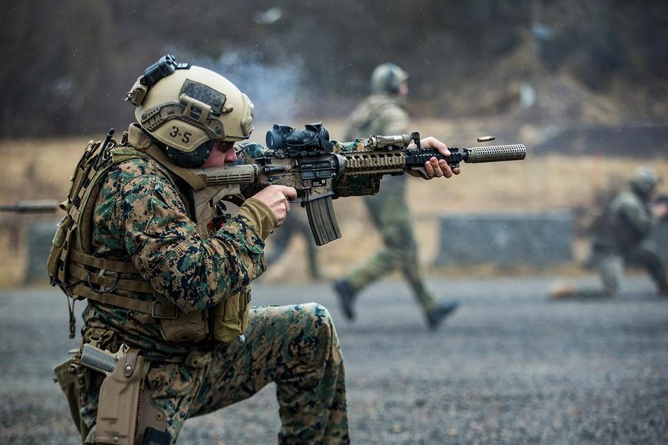 Американец пехотинец во время учений блока НАТО в Норвегии.