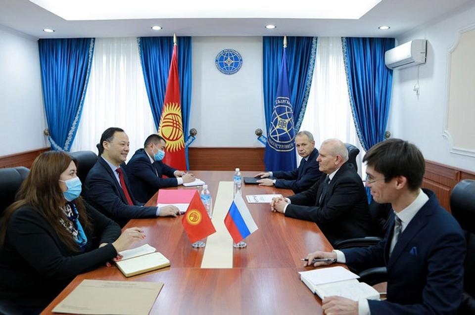 Дипломаты обсудили детали предстоящего визита Садыра Жапарова в Москву.