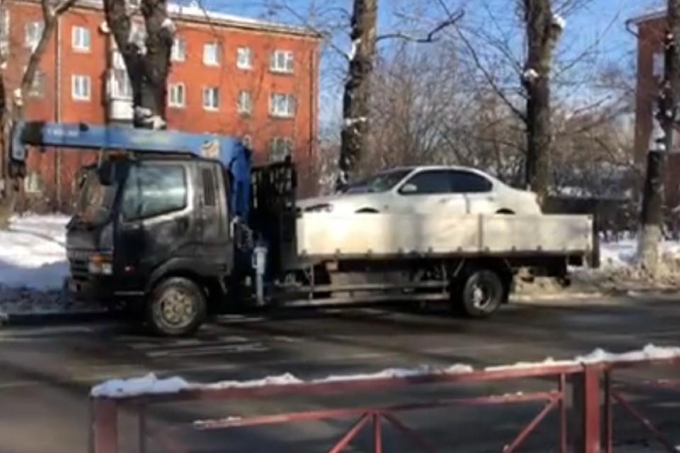 Пьяный водитель Ниссана сбил 8-летнюю девочку на улице Авиастроителей в Иркутске. Фото: ГУ МВД России по Иркутской области