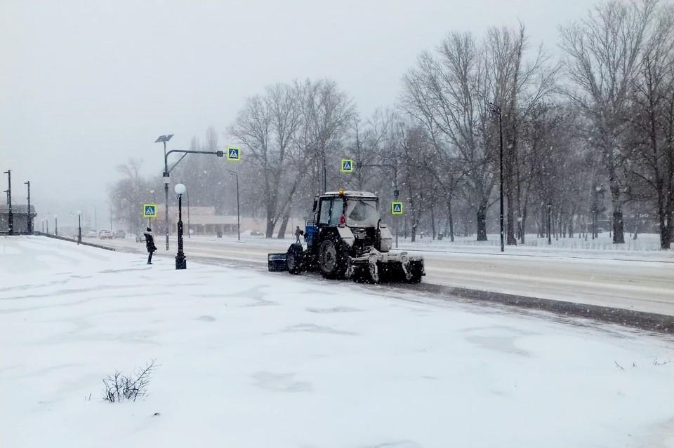 В Липецке борются с последствиями снегопада
