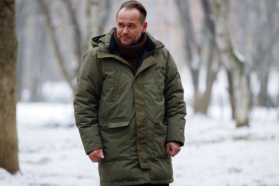 Максим Аверин на экранах в 8-м сезоне «Склифосовского». А снимается уже в 9-м сезоне, перед началом съемок актер вакцинировался «Спутником V», чтобы работать без перерывов