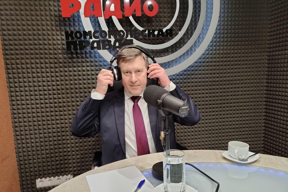 Глава города попросил радиослушателей помочь с идеями для новогодней столицы.