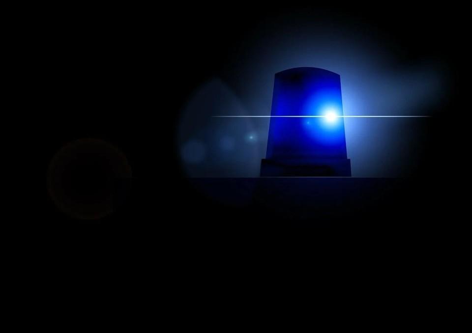 Выпивший астраханец приставал к пассажирам поезда, сбежал от полицейских и был сбит на дороге