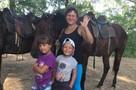 «Раньше девочка жила в шкафу»: медсестра забрала детей из больницы Новосибирска, где били ребятишек