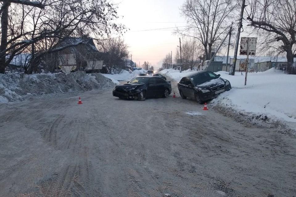 В Новосибирске в ДТП пострадала женщина и двое детей. Фото: Госавтоинспекция по Новосибирску