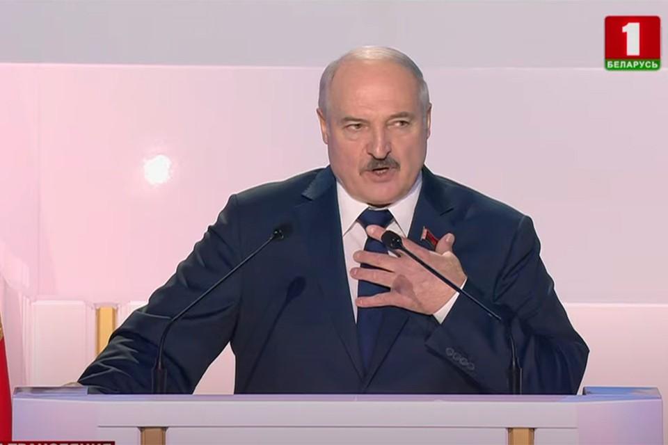 """Лукашенко пока не прокомментировал предложениеприсвоить ему звание Героя Беларуси. Фото: скриншот видео """"Беларусь 1"""""""