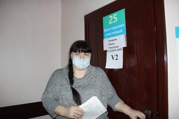 Корреспондент «Комсомолки» - о второй прививке от COVID-19: Живая очередь, укол - и можно идти домой