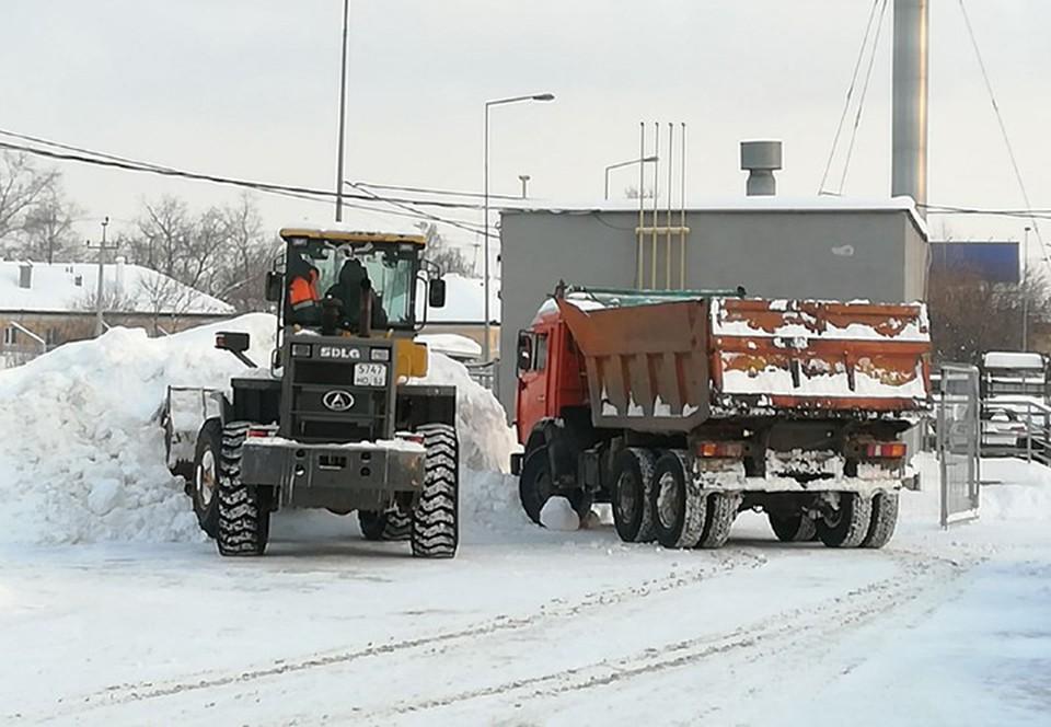 Последствия снегопада в Нижнем Новгороде 14 февраля 2021: Как город справляется со стихией.