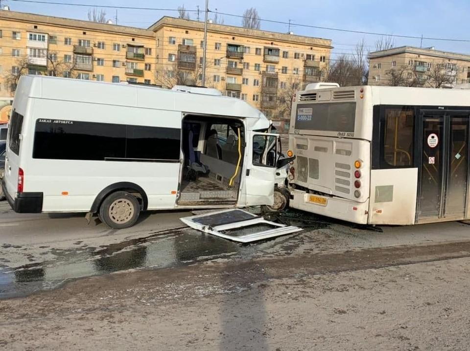 Виновником стал водитель маршрутки. Сам пострадал и пассажиров покалечил.